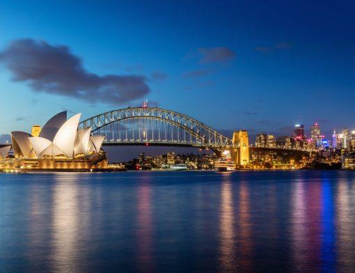 Anoitecer em Sydney mostrando o Opera House e Harbour Bridge Nova Zelândia ou Austrália